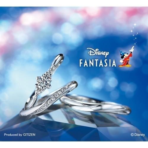 【ジュエリーネモト】Disney FANTASIA Something Blue 結婚指輪 結婚指輪(女性用):¥108,000(税込) ~ 結婚指輪(男性用):¥86,400(税込) ~ 代表モデル型番:Stellar Shower  L'S:SBD-892(ER)SBD-893 M'S:SBD-894 ディズニー映画『ファンタジア』をモデルにしたブライダルリング。 シンプルな中に、ディズニーらしさを施したデザインと内径刻印がオシャレでカワイイ! エンゲージとマリッジの重ね付けも抜群の相性でデザインされています。