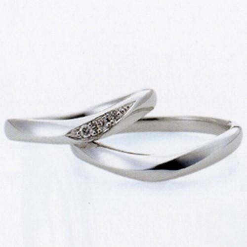 """【ジュエリーネモト】SONARE 結婚指輪 結婚指輪(女性用):¥97,200(税込) ~ 結婚指輪(男性用):¥85,320(税込) ~ 代表モデル型番:Harp イタリア語で""""奏でる""""という意味を持つブランドで、二人の時間を優しく奏でるリングをコンセプトとしています。 柔らかな曲線のデザインやプラチナ×ピンクゴールドのコンビ等、どれも優しい印象を持つリングが豊富です。 【取り扱い店舗】日立店"""