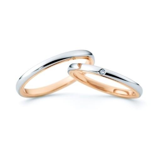 ジュエリーネモト】NINA RICCI WEDDING RING・6R1F01/6R1F02 結婚指輪 結婚指輪(女性用):¥78,840(税込) ~ 結婚指輪(男性用):¥79,920(税込) ~ 代表モデル型番:ETERNITE  L'S:6R1F01 M'S:6RF02 NINA RICCIはファッションと香水で世界的に有名なラグジュアリーブランドです。 洗練されたシンプルなフォルムの中に、エレガントさがあふれるフレンチ・モダンスタイルのデザインで、多くの女性たちに支持されているマリッジリングです。 【取り扱い店舗】水戸本店
