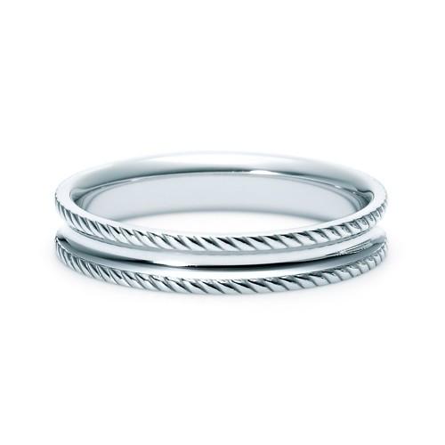 【ジュエリーネモト】 NINA RICCI・6R1Q03 結婚指輪 結婚指輪(女性用):¥101,520(税込) 結婚指輪(男性用):¥101,520(税込) 内側にアールを施した着け心地のよいリングです。なわ目模様が印象的な存在感のあるデザインです。 Pt900 *6P012と重ね着けできます。