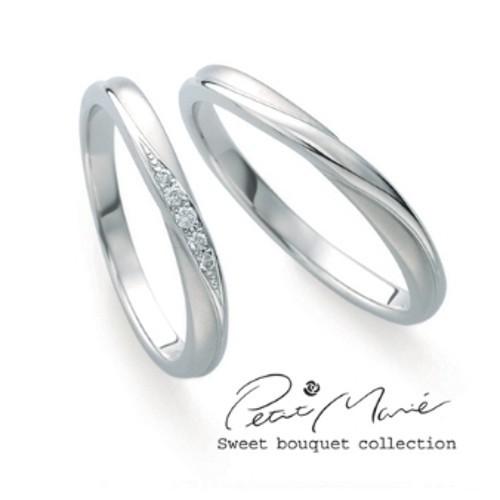 【ジュエリーネモト】Petit Marie-プリマリエ- 結婚指輪 結婚指輪(女性用):¥69,300(税込) ~ 結婚指輪(男性用):¥69,300(税込) ~ 永遠の愛を約束する美しいセントセシリアローズの刻印と共に、花嫁と花婿のブーケ&ブートニア伝説の物語が込められたロマンティックなマリッジリングコレクションです。 【MR】lady's:Pt950/K18PG/Dia men's:Pt950/K18PG